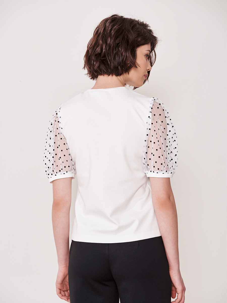 Блуза с акцентом на рукавах