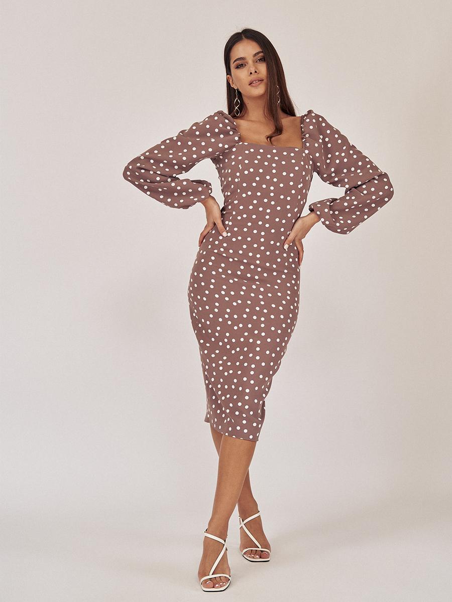 Платье-футляр со спущенной линией плеча