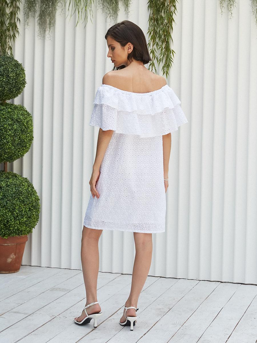 Платье c открытыми плечами