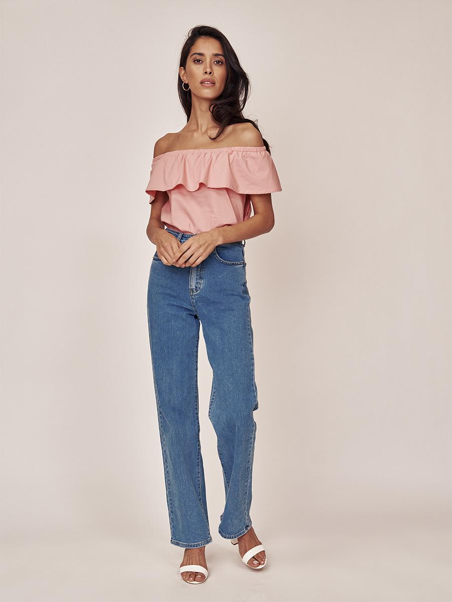 Блуза с воланом по линии плеча